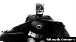 Адам Уэст в роли Бэтмена в одноимённом американском сериале, 1965 год.