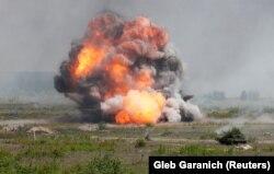 Під час військових навчань на Рівненщині в умовах, максимально наближених до реальних бойових, із використанням ракетних комплексів «Джавелін» (Javelin) та безпілотників Bayraktar TB2. Рівненська область, 26 травня 2021 року