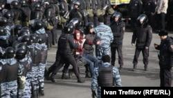 Задержания на антикоррупционном митинге в Москве. 26 марта 2017 года