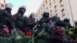 Праворадикали принесли похоронні вінки на Банкову – відео