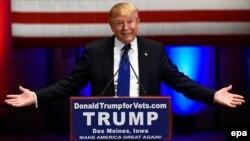 دونالد ترامپ همزمان با مناظره یک سخنرانی تبلیغاتی برای سربازان سابق ارتش آمریکا انجام داد.