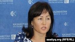Актолкын Мырзабекова, жительница села Мырзакент Мактааральского района Южно-Казахстанской области, выступает на пресс-конференции в Алматы. 8 сентября 2016 года.