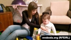 Янка Станкевіч з мамай Аксанай