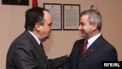 Armenia -- Karabakh parliament speaker Ashot Ghulian (R) meets Joao Soares, president of OSCE Parliamentary Assembly, in Yerevan, 12Mar2010