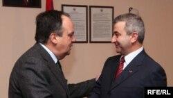 Встреча председателя Национального Собрания Нагорного Карабаха Ашота Гуляна (справа) с с председателем Парламентской Ассамблеи ОБСЕ Жоао Соарешем, Ереван, 12 марта 2010 г.