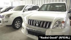 Внедорожники в автосалоне в Душанбе.
