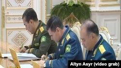 Яйлым Бердыев (первый слева) на заседании Государственного совета безопасности