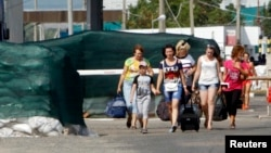 Люди переходят границу. Иллюстративное фото.