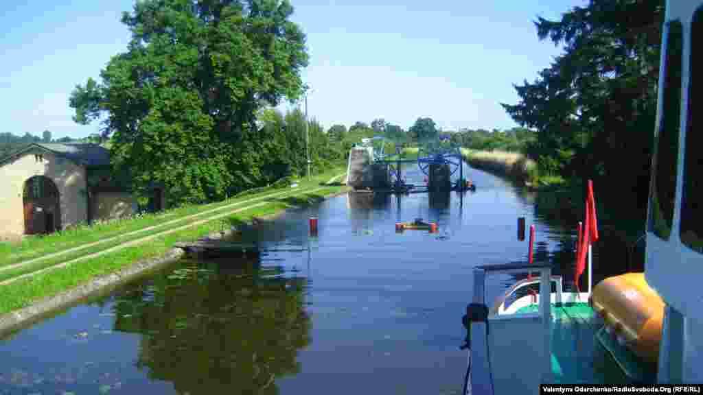 Подорож Ельблонзьким каналом