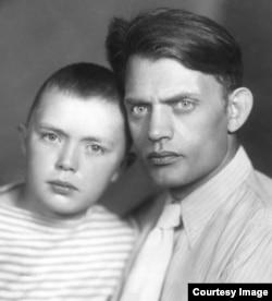 С сыном Алексеем, 1953 год
