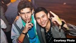 Карагандыдагы Мамлекеттик техникалык университеттин студенттери Кайрат Маштыбаев менен Элдар Ахмедов.