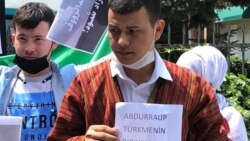 Türkmen aktiwistleri Owganystanyň Stambuldaky konsulhanasynyň öňünde protest geçirdiler