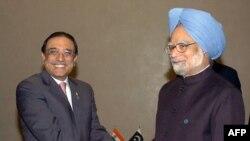 مان موهان سینگ (راست) نخست وزیر هند و آصف علی زرداری، رییس جمهوری پاکستان- عکس آرشیوی است