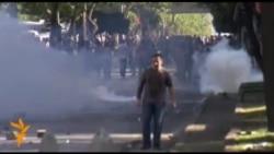 У Туреччині поліція застосувала проти демонстрантів сльозогінний газ та водомети