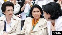 Нино Бурджанадзе (слева), Саломе Зурабишвили и Эка Беселия (справа)