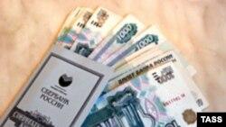 Власти фактически не могут регулировать стоимость денег в экономике, а сдерживают лишь общий рост денежной массы, пополняющейся от экспортных доходов