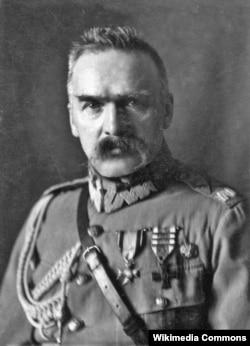 Глава независимой Польши Юзеф Пилсудский, при котором в эмиграции, в Галиции и на Волыни возникла ОУН