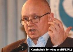 Тіркелмеген «Алға» оппозициялық партиясының төрағасы Владимир Козлов. Алматы, 26 қараша 2011 жыл.