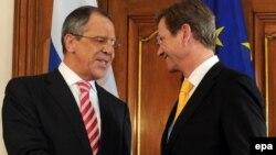 سرگئی لاوروف(چپ) روز جمعه در برلین با گیدو وستروله، همتای آلمانی خود دیدار کرد.