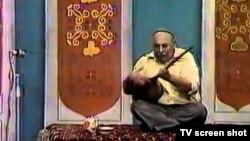 Türkmenistanyň döwlet telewidenýesinden alnan bir bölek.