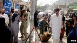 سالهاست که افغانستان از راکت پراگنیها تا پیشروی و ایجاد تأسیسات در امتداد خط دیورند از سوی نظامیان پاکستانی شکایت کرده است.