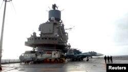 Российский военный корабль в сирийском порту Тартус.