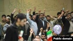 سخنرانی علی لاریجانی در روز ۲۲ بهمن به خاطر پرتاب نعلین و مهر نماز به او ناتمام ماند.