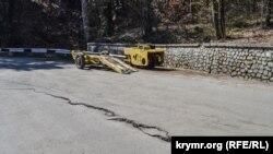 Техника на участке разрушенной дороги на Ай-Петри
