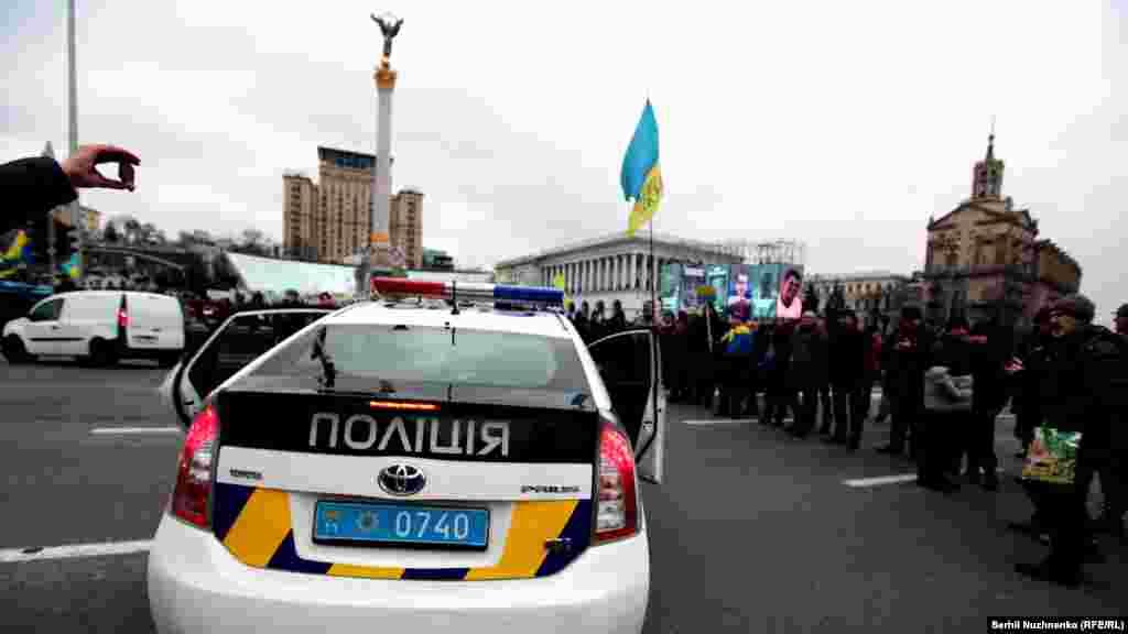 Поліція перекрила проїжджу частину перед активістами