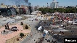 Поліція витиснула демонстрантів із площі Таксім у Стамбулі