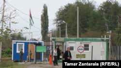 რუსეთის სამხედროების ბლოკ-პოსტი საბერიო-ფახულანის ადმინისტრაციულ საზღვარზე