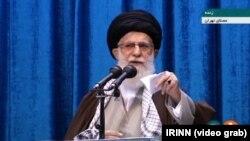Верховний лідер Ірану аятола Алі Хаменеї під час п'ятничної молитви, 17 січня 2020.