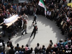 Sirijci oplakuju nastradale, 23. veljače 2012.