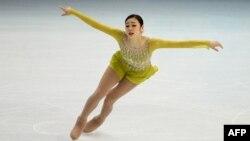 Pamje nga garat e patinazhit artistik në konkurrencën e femrave