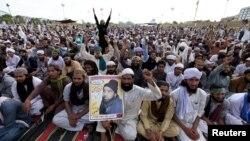 Демонстрация исламистов у здания парламента Пакистана. Исламабад, 30 марта 2016 года.