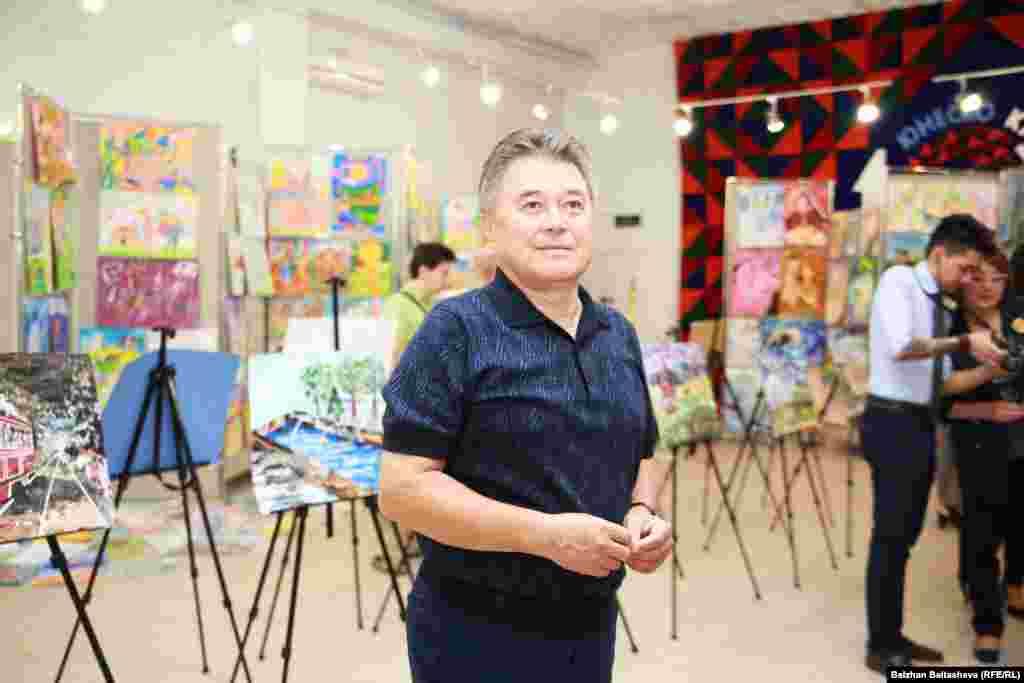 Член попечительского совета проекта «Дети рисуют мир» Габбас Бектуров – академик международной академии творчества, бизнесмен.