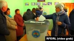 Во время выборов на одном из участков для избирателей из Приднестровья, Кошница, 24 февраля 2019 года