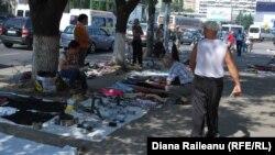 Piaţa de vechituri din preajma Gării din Chişinău