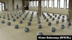 O lucrare Ai Wewei expusă la Muzeul de Artă Contemporană Frankfurt