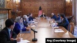 ملاقات رئیس جمهور و اعضای هیئت مذاکراتی صلح با سارنوال محکمه بینالمللی جرایم