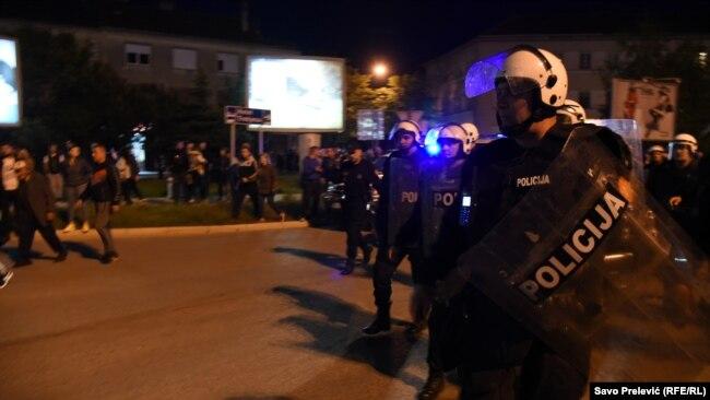 Incidenti u Pljevljima i Nikšiću, povrijeđeni policajci, više privedenih
