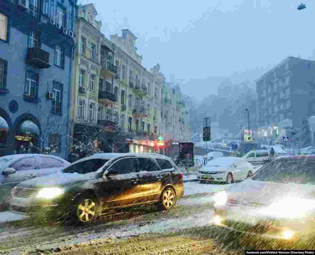 Бесарабська площа столиці не змінює темпу життя, не зважаючи на жодні примхи погоди