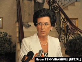 Инцидент произошел, когда Бурджанадзе планировала встретиться с беженцами