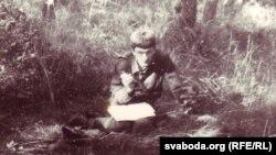 Інструктар-літаратар армейскага агітатраду 1-й танкавай армііст. л-т Сяргей Шупа, лясы пад Дрэздэнам, лета 1984