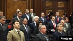 Ermenistanyň häkimiýetdäki Repubilkan partiýasynyň esasy agzalary parlamentiň sessiýasynyň açylyşynda, Ýerewan, 26-njy maý.