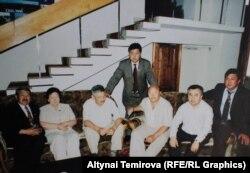 Дооронбек Садырбаев Жогорку Кеңештин депутаты болуп турганда түшкөн сүрөт.