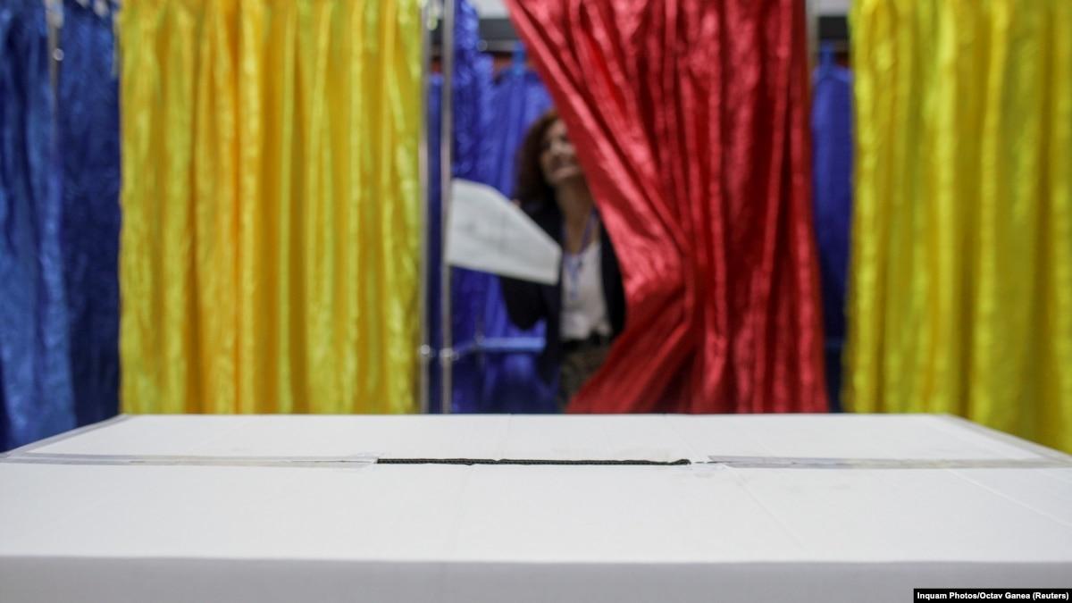 На выборах в Румынии лидирует действующий президент, но будет второй тур – экзит-поллы