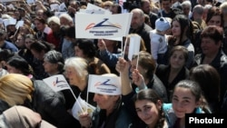 Armenia - Supporters of Gagik Tsarukian attend his election campaign rally in Masis, 24Mar2017.