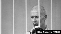Впервые в российских судах клетка использовалась на процессе по делу серийного убийцы Андрея Чикатило, утверждает глава комитета Совфеда по конституционному законодательству Андрей Клишас