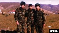 Mərhəmət Hüseynov (şəkildə sağda)